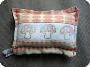sweet-little-pin-cushion-bluebrown-other-side1