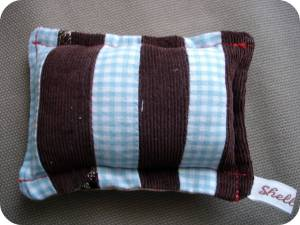 sweet-little-pin-cushion-brownblue
