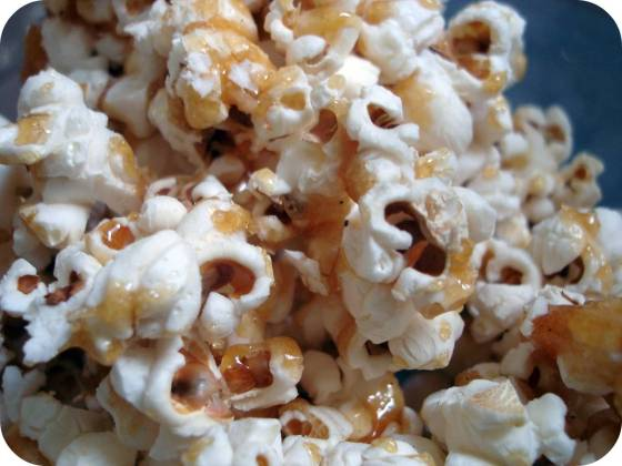 the-easiest-caramel-popcorn-ever-vegan